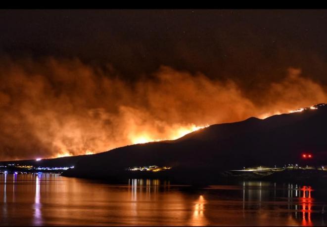 Fire on Roosevelt Lake